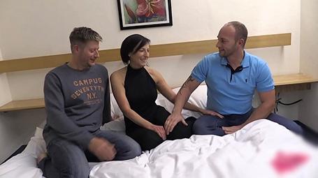 Sexo com dois homens em swing amador